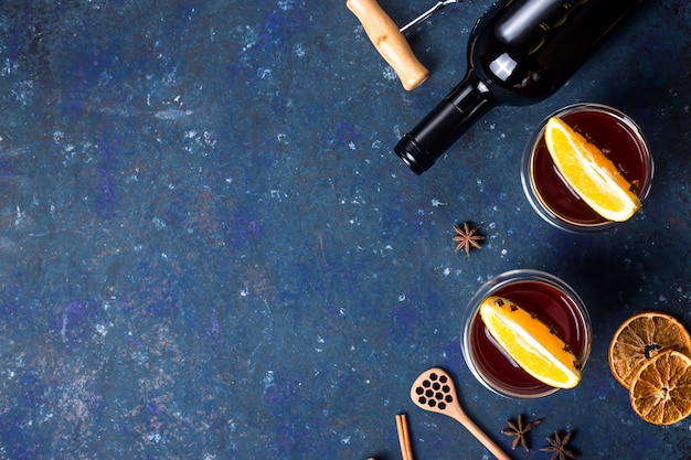 Traditional winter and christmas drink mulled red wine Premium Photo