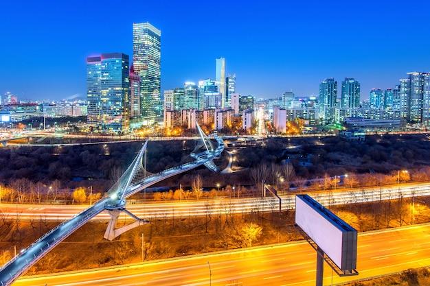 밤에 서울 한국 스카이 라인 신길 지구에서 교통. 무료 사진