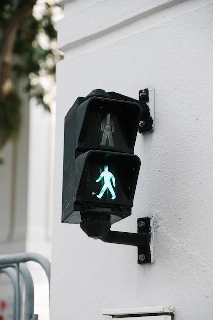 Semaforo attraversare la strada Foto Gratuite