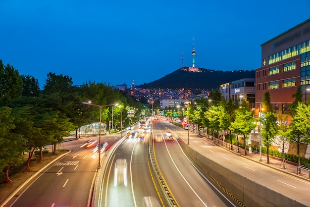 Traffic at night in seoul city, south korea Premium Photo