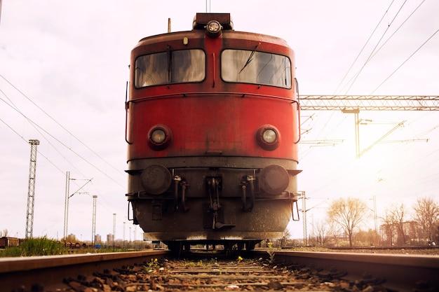 Поезд на треках на закате Бесплатные Фотографии