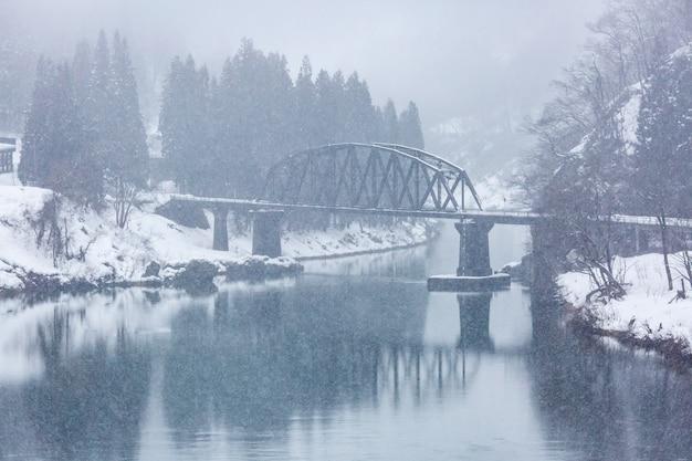 Train in winter landscape snow Premium Photo