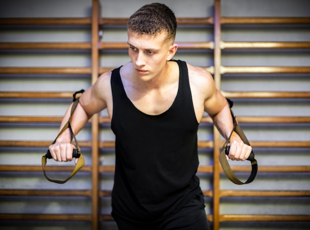 Training arms with trx fitness straps Free Photo