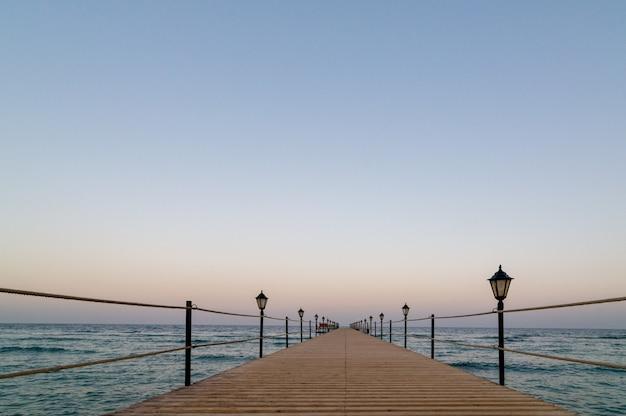 Tranquil wooden pier Premium Photo