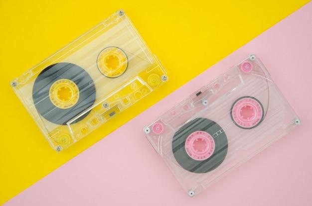 淡い鮮やかな背景の透明なカセットテープ 無料写真