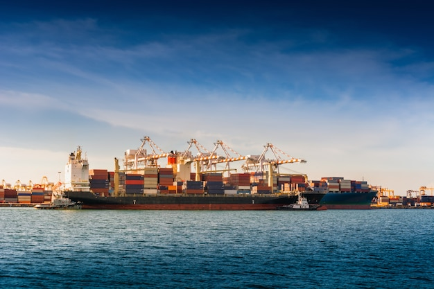 Transportation industry and shipping logistics loading dock terminal. Premium Photo