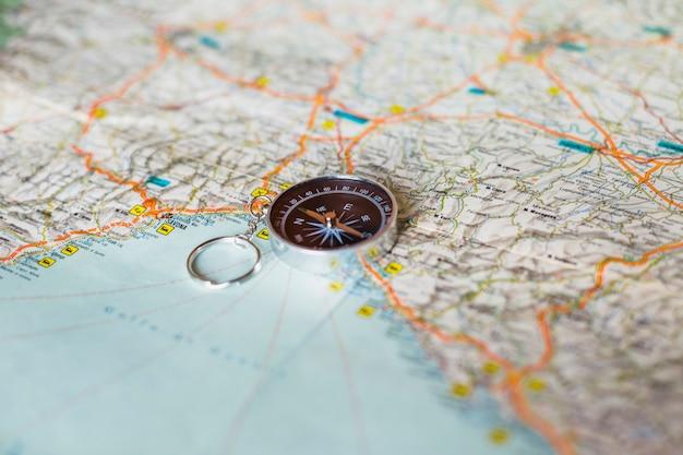 Концепция путешествия с фоном карты Бесплатные Фотографии