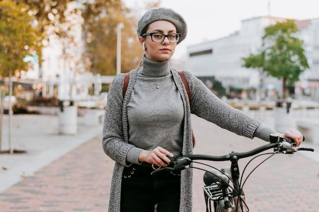 자전거 전면보기와 함께 도시 생활 여행 무료 사진