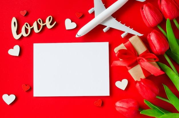 バレンタインデーの旅行計画。旅行の概念、モックアップ。 Premium写真