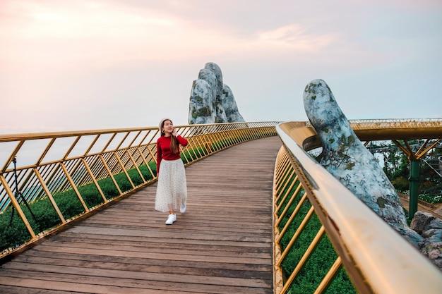 Travel woman at golden bridge in ba na hills, danang vietnam Premium Photo