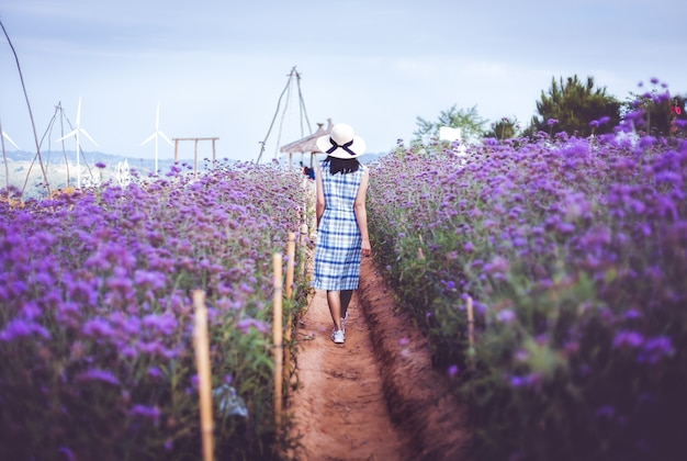 Travel woman with purple flower Premium Photo