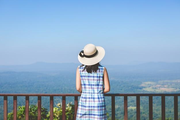 Travel woman Premium Photo