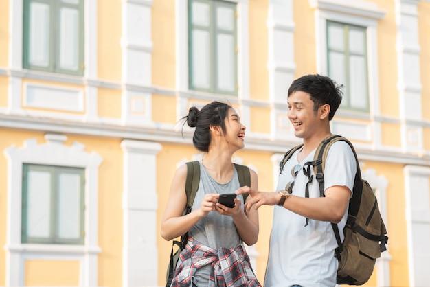 Traveler asian couple direction on location map in bangkok, thailand, Free Photo