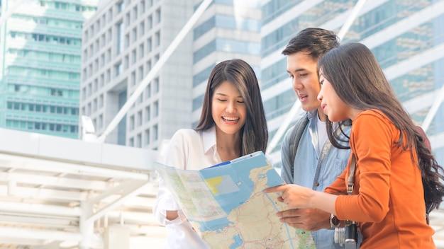 Traveler couple people use generic local and talk with adviser businesswoman Premium Photo