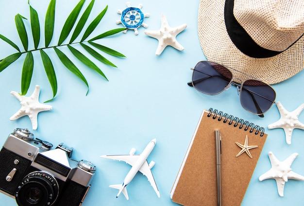 Вид сверху аксессуары для путешественников Premium Фотографии