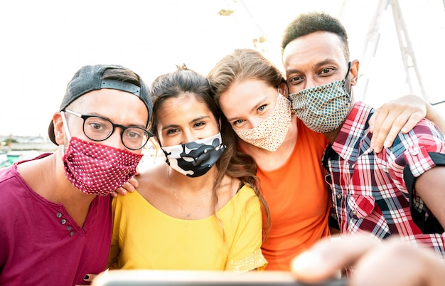 Travelers taking selfie with closed face masks Premium Photo