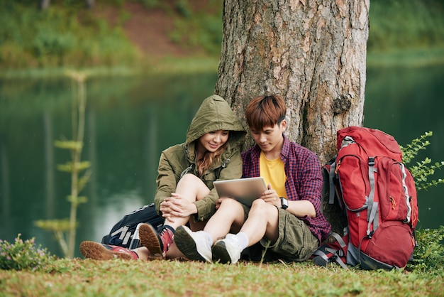 Travelers with digital tablet Free Photo