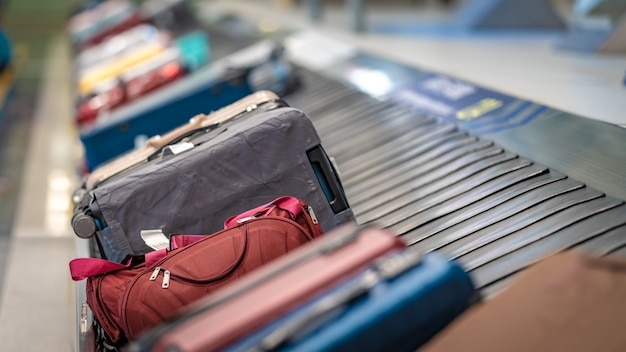 Travelling bags on conveyor belt at the airport Premium Photo