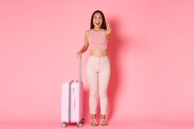 여행, 휴일 및 휴가 개념. 밝은 미소, 매력적인 아시아 여자 여름 옷 무료 사진