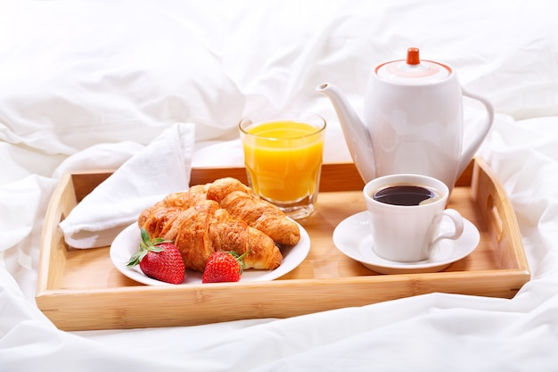 Tray with cup of coffee and croissants Premium Photo