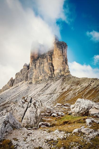 Тре чиме ди лаваредо - скалистые горы в доломитовых альпах, италия Premium Фотографии