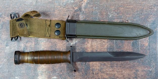 Trench knife был американским военным боевым ножом ww11 Premium Фотографии