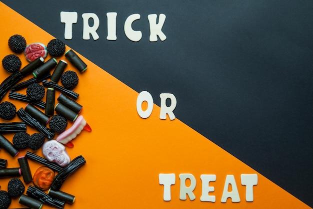 Уловка или обработка писем и черных конфет Бесплатные Фотографии