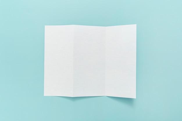 Тройная брошюра на столе Бесплатные Фотографии