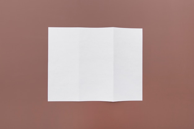 パンフレットの三つ折りコンセプト 無料写真
