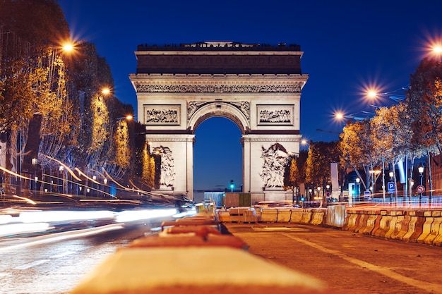 Triumphal arch of the star at night Premium Photo