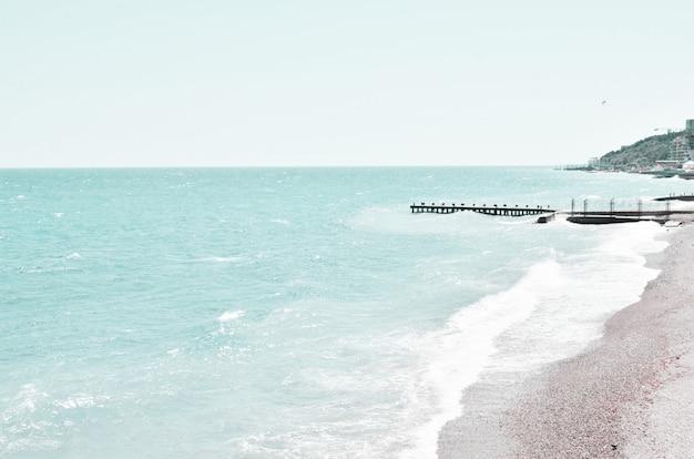 Тропический пляжный курорт для отдыха. лето на природе, гармония. Premium Фотографии