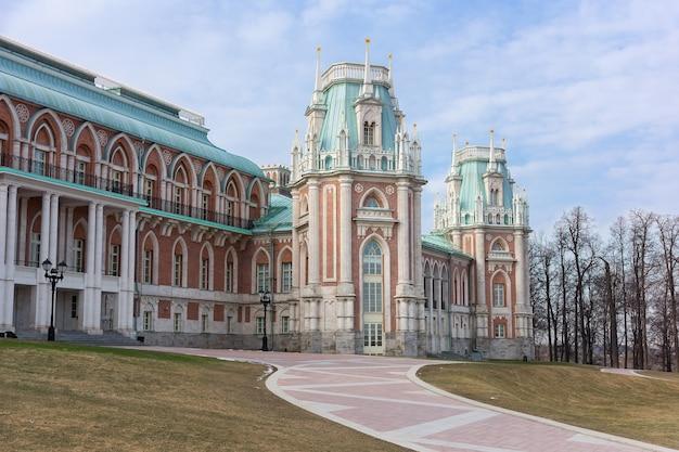 Tsaritsyno museum in the park Premium Photo