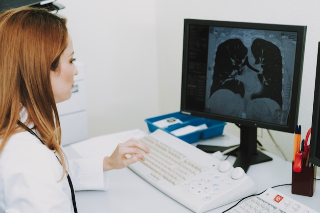 Tuberculosis on ct female doctor examining scan. Premium Photo