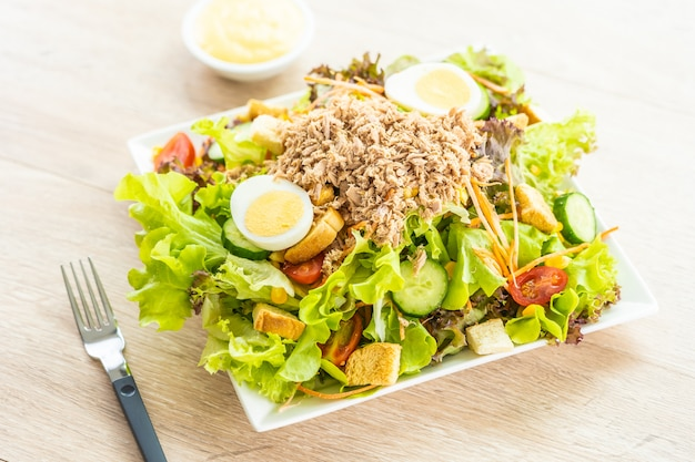 Tuna meat and eggs with fresh vegetable salad Free Photo