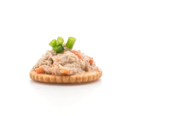 Tuna salad with cracker Premium Photo