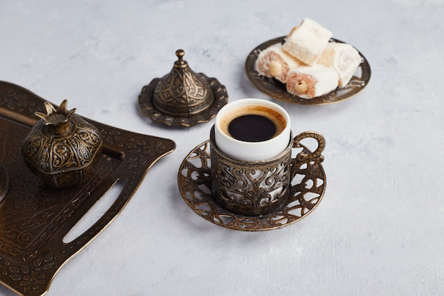 Turkish coffee set served with lokum in metallic platter. Free Photo