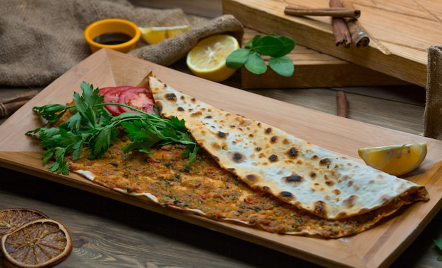 Turkish lahmacun with lemon and fresh parsley Free Photo