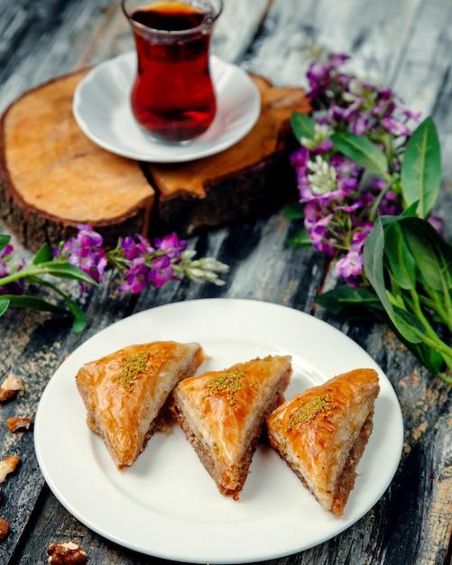 Turkish pakhlava with nuts in triangular shape Free Photo