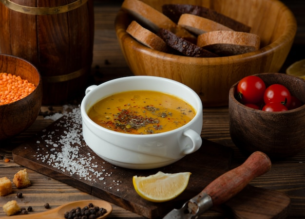 Turkish soup with spices Free Photo