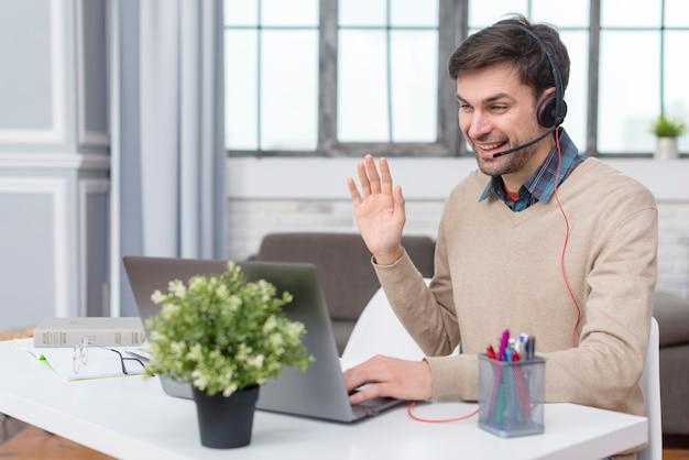 Репетитор ткачество на своих учеников онлайн из своего дома Premium Фотографии