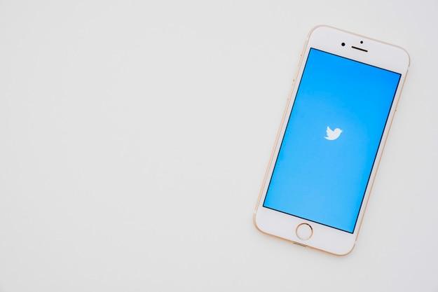 Twitterアプリ付きの携帯電話 無料写真