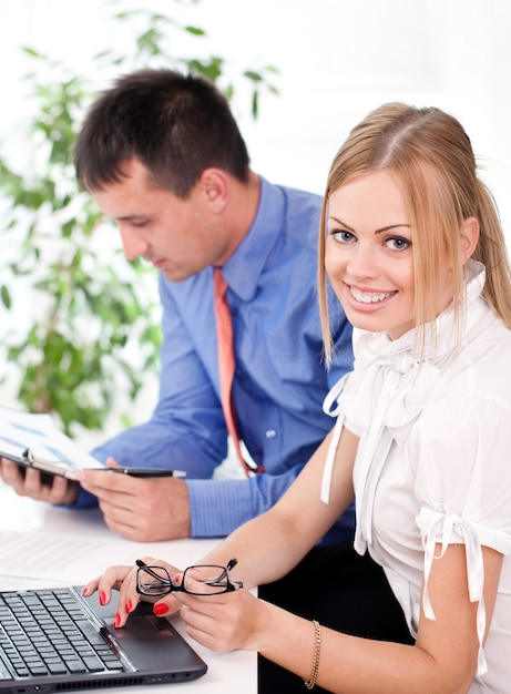 Two business partners is working together Free Photo
