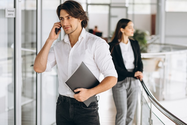 Two collegues working in a business center Free Photo