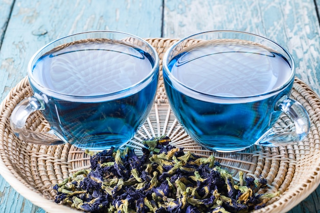 Two cups of butterfly pea tea Premium Photo