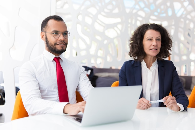 Two excited business colleagues listening to partners Free Photo