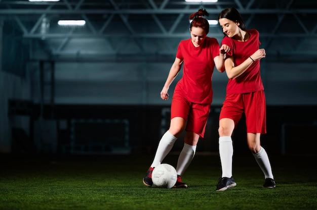 Две футболистки Бесплатные Фотографии