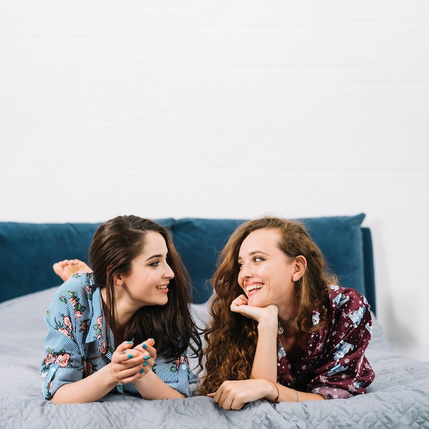 free female friendship