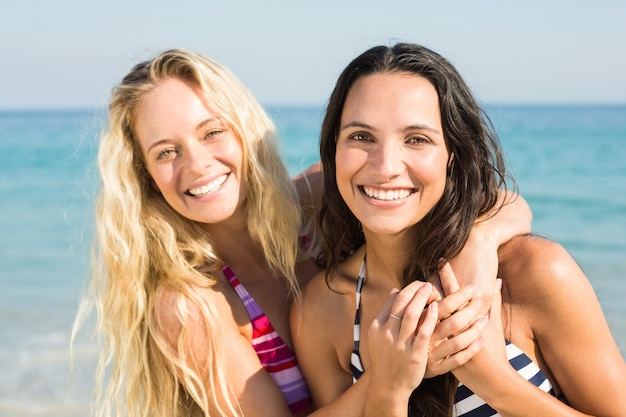 Two friends in swimsuits Premium Photo