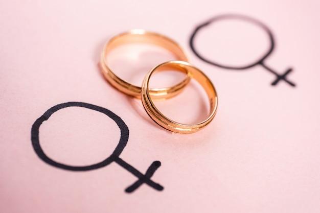 Two gender symbols mirror of venus with wedding rings Premium Photo
