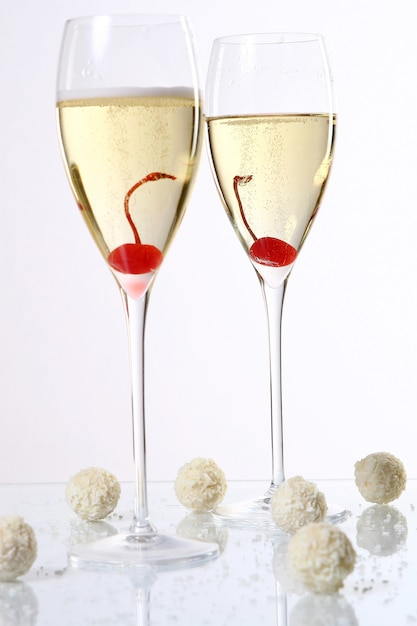 Two glasses with champagne Free Photo